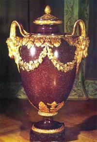 Ваза из коргонского порфира с бронзой. 1789 г.