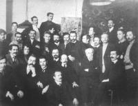 П. П. Чистяков среди воспитанников в Академии художеств. 1911 г.