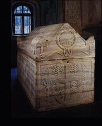 Чья гробница пример искусства скульптуры Киева 11 века?